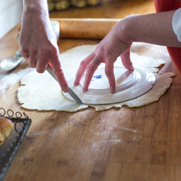 about-lizzie-pastry-cutting